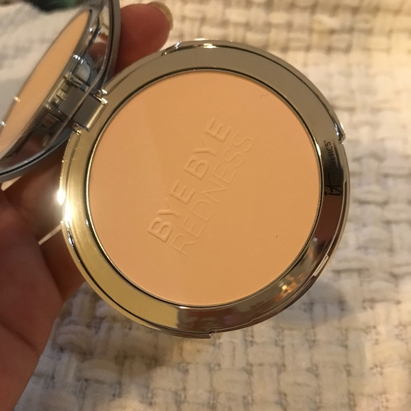 Bye Bye Redness Redness Erasing Correcting Powder by IT Cosmetics #5